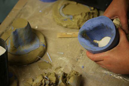 Les moule est vidé de la forme en terre